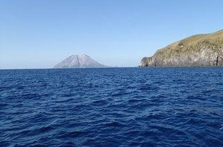 竹島から薩摩硫黄島.JPG